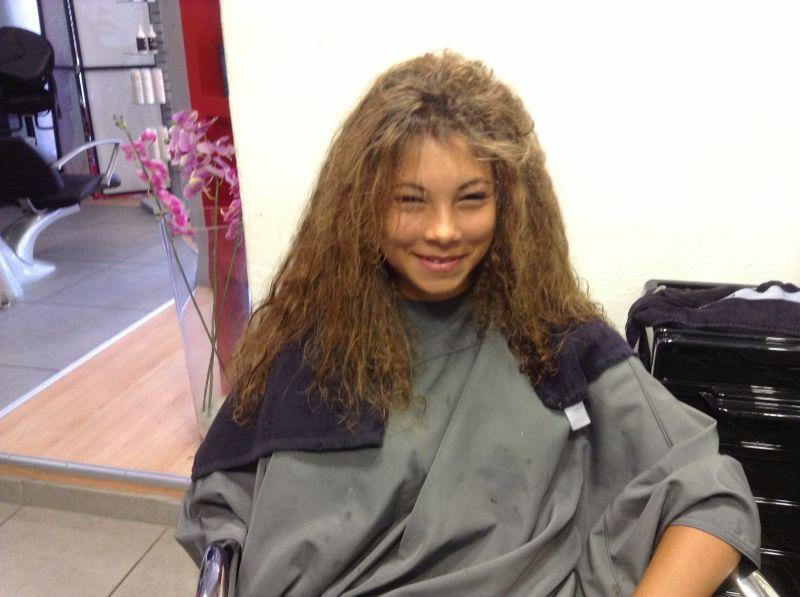 Lissage cor en sur cheveux m tiss s salon de coiffure la for Salon de coiffure pour lissage bresilien